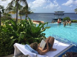 Nederlands lezen aan het zwembad